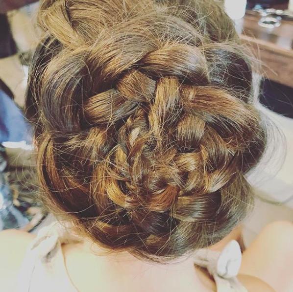 Girl with rose braid - Salon Bambino